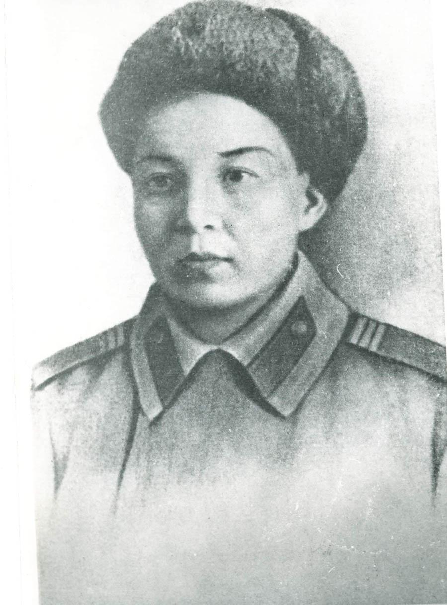Герой Советского Союза Маншук Маметова - Manshuk-Mametova-na-fronte