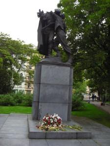 Памятник Братство Прага фото