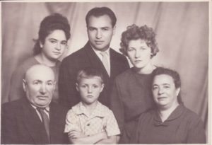 Алексей Хомичев, Евгенья (Геня) Иткина в кругу семьи - г. Ленинград, 1963г.